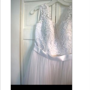 David's Bridal lace wedding dress (white)